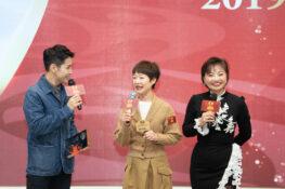 李日朗和玉瑛姐姐分享健康心得。
